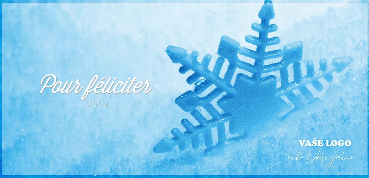 Kreativitu ukazuje vánoční přání s detailem na zvětšenou sněhovou vločku částečně zasypanou sněhem.