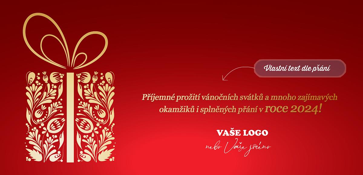 Zlatý dárek s ornamenty na novoročence kontrastuje s různými odstíny červené na strukturovaném pozadí