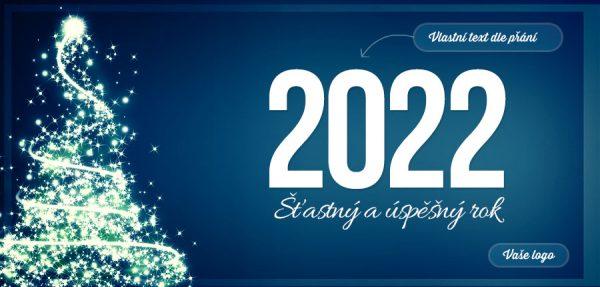 Bohatě nazdobený i osvětlený stromeček na modrém pozadí skvěle podporuje slavnostní atmosféru firemní novoročenky.