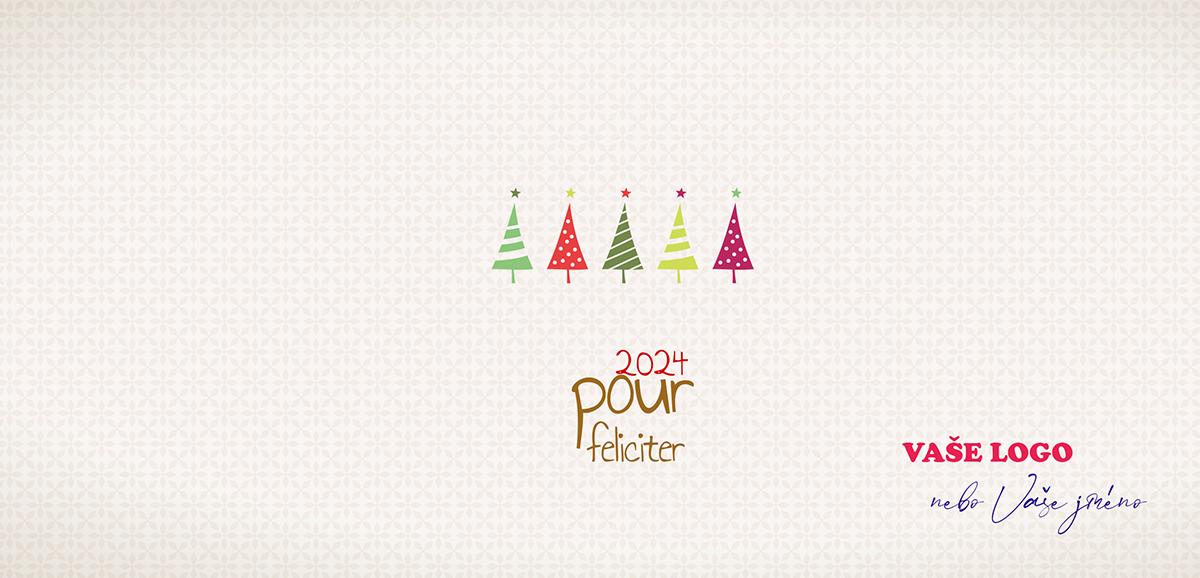 Pět barevných miniatur vánočních stromečků na strukturovaném bílém pozadí zkrášlí firemní novoročenky.