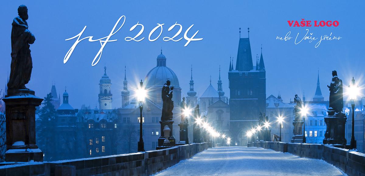 Sněhem vyzdobený osvětlený Karlův most nabízí krásnou momentku pro firemní novoročenky.