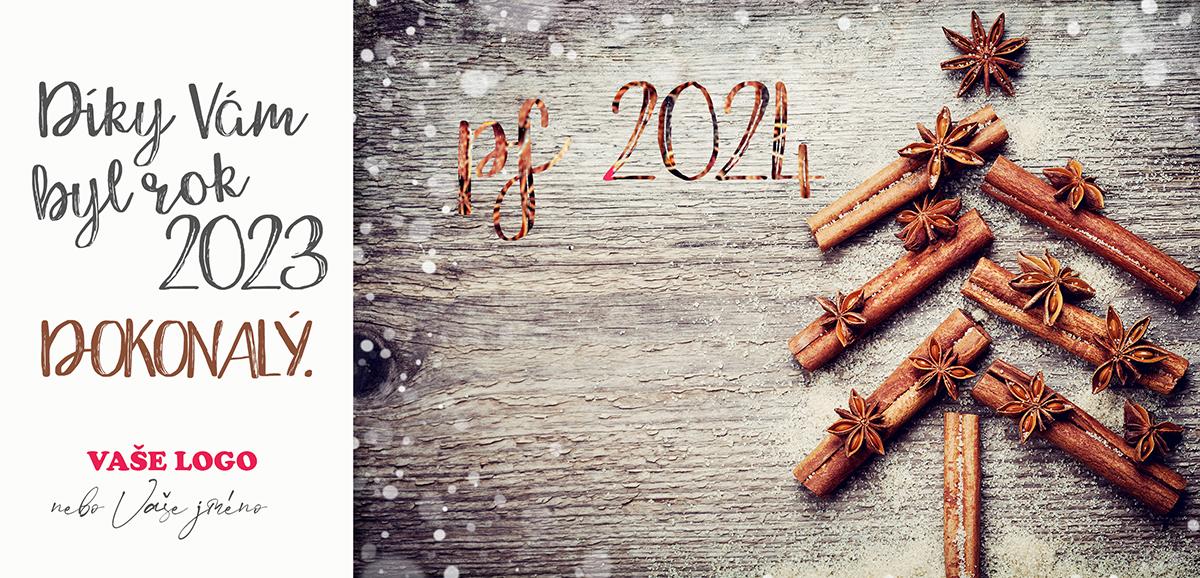 Už na pohled voňavá novoročenka se stromečkem poskládaným ze skořice a ozdobeným badyánem na dřevěném pozadí.