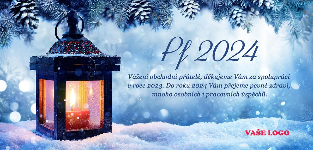 Zimní firemní vánoční přání s lucernou, ve které hoří svíčka.