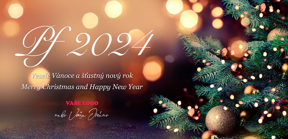 Rozostřené pozadí novoročenky nechává vyniknout zlaté ozdoby a nenápadné svíčky na vánočním stromečku.