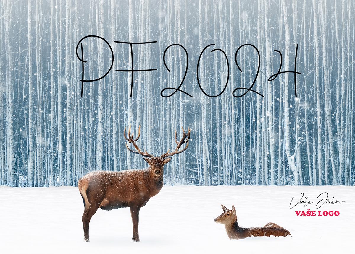 Jedinečné novoroční přání zachycuje jelena s laní odpočívající ve sněhu u lesa.