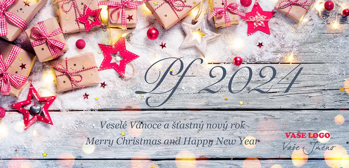 Obyčejně zabalené dárečky s mašlemi zdobené hvězdami na sněhovém poprašku dřevěného pozadí novoročenky.