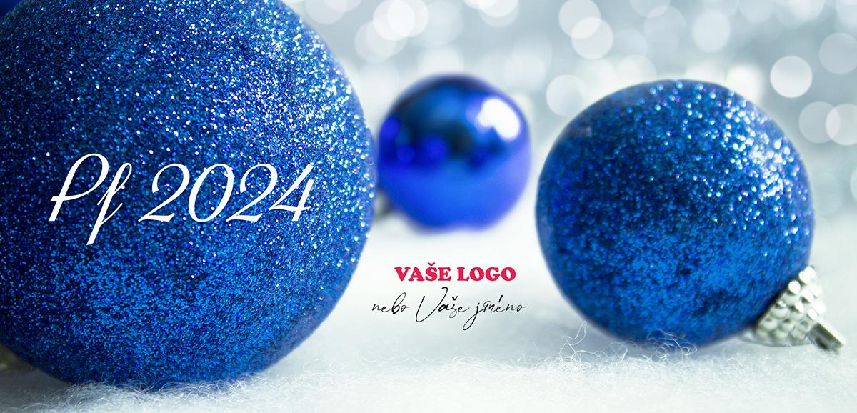 Firemní novoroční přání s volně rozkutálenými třpytivě modrými vánočními baňkami.