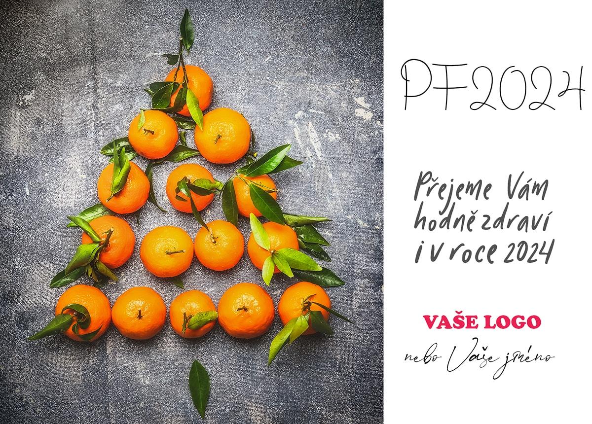 Mandarinky s lístky poskládané do tvaru vánočního stromku připravily stylové vánoční přání.