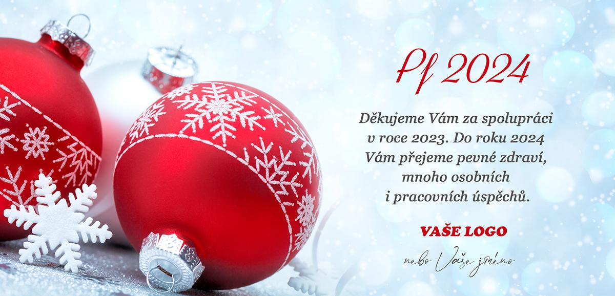 Zasněžená novoročenka s vánočním zátiším s červenobílými baňkami.