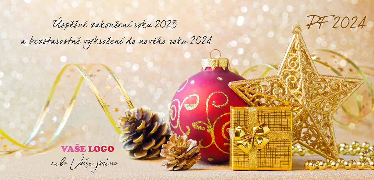 Novoročenka s vánočním zátiším s baňkou a luxusními dekoracemi ve zlato-fuchsiové barevné kombinaci doplněné šiškami.